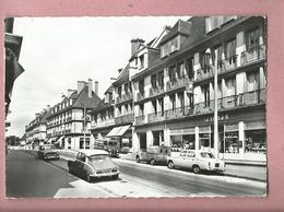 CPSM Grand Format - Yvetot -(Seine Maritime )-La Rue Des Victoires(autos,voiture Anciennes Citroën DS ,2cv ,Peugeot 403) - Yvetot