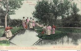 D88  VITTEL  Une Passerelle Sur Le Lac Des Blanchisseuses - Vittel Contrexeville