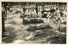VIETNAM INDOCHINE  TOMBES CEREMONIE FUNERAIRE  PHOTO  8.50 X 6 CM - Places