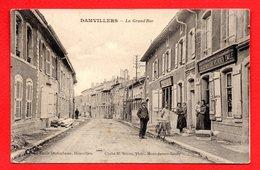 55. Damvillers. La Grand'Rue. Magasin D'alimentation Ets Duchscherer Emile. Caisse D' Essence Automobiline (Desmarais) - Damvillers