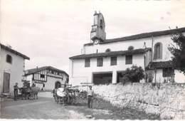 64 - ST MARTIN D'ARBEROUE L'Eglise ( Attelages ) CPSM Village (315 H) Dentelée N/B Format CPA  - Pyrenées Atlantique - Francia