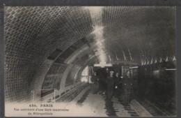 PARIS (75) - Vue Intérieure D'une Gare Souterraine Du Métropolitain - Metro, Estaciones