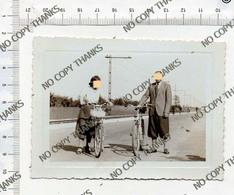 Donna Ragazza Woman Girl - Uomo Man - Bici Bicicletta Velo Bicycle - Photo Foto - Luoghi