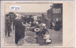 PLONEVEZ-PORZAY- LES PETITES BOUTIQUES DE FRUITS ET BONBONS UN JOUR DE GRAND PARDON A STE ANNE-LA-PALUD- 7 - Plonévez-Porzay