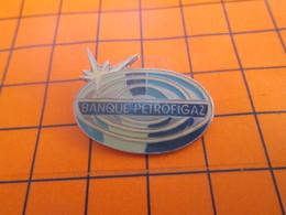 2319 Pin's Pins / Beau Et Rare / Thème BANQUES / BANQUE PETROFIGAZ - Banken