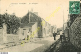 77.  BOISSISE La BERTRAND .  Rue Principale . CPA Animée . - Sonstige Gemeinden