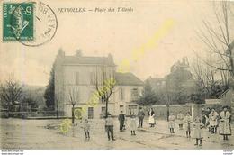 13.  PEYROLLES .  Place Des Tilleuls .  CPA Animée . - Peyrolles