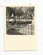 Photographie , POITIERS ,86,VIENNE ,  1953, Dépose De Gerbe , 90 X 60 Mm - Lieux