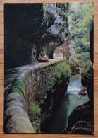 36 : La Route à L'intérieur Des Grands Goulets Et La Vernaison - Plan Inhabituel Avec Voiture : Citroën DS -  (n°16881) - Les Grands Goulets
