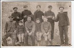 Cpa Photo Carte Postale Ancienne  - Groupe Hommes Enfants - Photographie