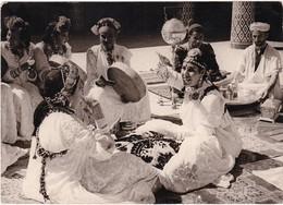 Maroc : KHENIFRA : Danse Du Coussins - Femmes En Costumes - Folklore - ( C.p.s.m. - Grand Format ) - Other