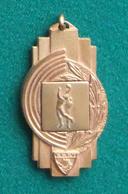 Médaille En Métal Jaune Sur Le Thème Du Basket-Ball - FSGT - Coupe 1959-60 - Other
