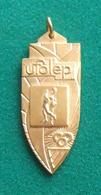 Médaille En Métal Jaune Sur Le Thème Du Basket-Ball - Ufolep - Ligue Française De L'Enseignement - Sport