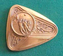 Médaille En Métal Jaune Sur Le Thème Du Basket-Ball - FFBB Du Comité De L'Oise - Other