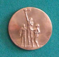 Médaille En Métal Jaune Sur Le Thème Du Basket-Ball - Graveur G. Contaux - Atelier Charma à Valence - Autres