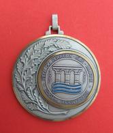 Médaille En Métal Blanc Ville Du Perreux Sur Marne - 100ème Anniversaire - 1887-1987 - Non Classés
