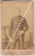 CDV VIEILLE CARTE DE VISITE ALBUMINE +/- 1900 UN ANCIEN SOLDAT AU SABRE / MILITAIR / PHOTO CH ROZET, RUE NEUVE BRUXELLES - Fotos