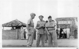 VIETNAM COCHINCHINE SOLDATS ET LOCAUX  PHOTO ORIGINALE FORMAT CPA - Plaatsen