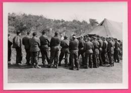 Photo WW2 - Militaire - Armée Belge - Messe Aumônier ARKENS Devant Les Tentes - Bataillon - Militaires - Guerra, Militari