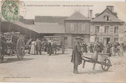 SAINT HILAIRE Du HARCOUET - Marché De La Halle Aux Grains. Attelages, Personnages ( Carte Très Animée ). - Saint Hilaire Du Harcouet