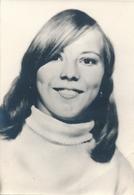 Portrait Jeune Femme Souvenir Mortuaire Suzanne Duquenne 1969 Mort Dead Woman - Personnes Identifiées