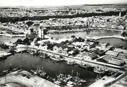 """/ CPSM FRANCE 17 """"La Rochelle, L'entrée Du Port, Les 3 Bassins, Et Vue Générale"""" - La Rochelle"""