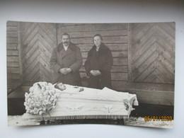POST MORTEM , FUNERAL , DEAD LITTLE GIRL IN COFFIN , 0 - Funeral