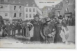 Tréguier- La Bénédiction Du Calvaire De Protestation-Un Manifestant Qui A Trop Fêté La St-Yves - Tréguier