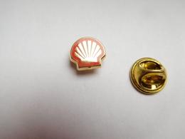 Beau Pin's En Zamac , Carburant Essence Oil Huile Shell , Signé Arthus Bertrand - Fuels