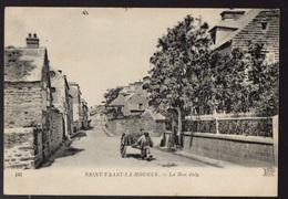SAINT VAAST La HOUGUE - Vue Peu Courante Animée Sur La Rue JOLY - Saint Vaast La Hougue