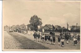 CARTE-PHOTO PAS-DE-CALAIS OISY-LE-VERGER Procession De Communiantes Et Communiants En 1945 - France