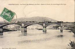 D46  CAHORS  Le Pont Du Chemin De Fer - Dans Le Fond La Montagne St Cyr  ........ Avec Le Train Sur Le Pont - Cahors