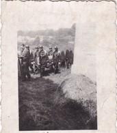Moresnet (à Vérifier, Photo Dans Un Petit Lot Du Village) Gendarme S Portant Corps D'un Patriote Tué - Sonstige