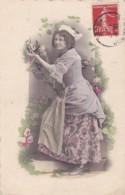 CPA Sur Carton Fort Jeune Femme Robe Fleurie (lot Pat 96/1) - Frauen