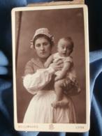 Photo CDV Bellingard à Lyon - Nourrice à La Coiffe Avec Bébé Blond Dans Les Bras, Vers 1890 L481C - Photos