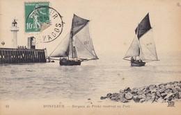 14. HONFLEUR . CPA . BARQUES DE PECHE RENTRANT AU PORT. ANNEE 1923 + TEXTE - Honfleur