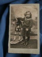 Photo CDV Anonyme  Petit Garçon Blond En Costume Marin Avec Un Cheval à Roulettes - L481B - Anonymous Persons