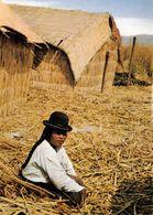 1 AK Peru Titicacasee * Eine Der Schwimmenden Inseln Der Urus - Diese Inseln Zählen Zu Den Attraktionen Des Titicacasees - Peru