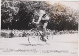 PHOTO DU TOUR DE FRANCE 1964: ORLEANS / VERSAILLES - LE BELGE BEHEYT GAGNE DETACHE - CYCLISME - Cyclisme