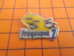 1216A Pin's Pins / Beau Et Rare / Thème MEDIAS / Pour Toi Gori !! FREQUENCE 7 RADIO LIBRE - Medien