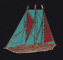 60616-Pin's.bateau.voilier. - Boats
