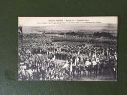 """SEDAN-FLOING Journée Du 1° Sept 1910-Sur Le Plateau-Les Troupes Massées Devant Le Monument""""les Braves Gens"""" - Sedan"""