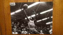 GRANDE PHOTO DE PRESSE MATCH DE BASKET BALL ASVEL LYON VILLEURBANNE 30 X 24 CM PHOTO MOUGINOT LYON - Sports