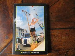 Carnet De 12 Cartes Sablaises' Collection Pin Up Tenue Coquine Folklore Vendée Sables D' Olonne Solex Porte Jarretelle - Costumes