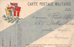 20-188 : CARTE POSTALE MILITAIRE.  DRAPEAUX.  PLI TRES MARQUE. - Marcophilie (Lettres)