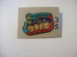 """PIN'S - GENDARMERIE/ POLICE """" REMEMBER Les Kepi - 1833/ 1873/ 1890/1967 """"   ( 35 ) Voir Photo - Police"""
