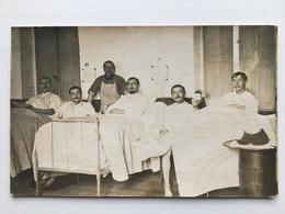 Foto Ak Soldaten In Hopital - Guerre 1914-18