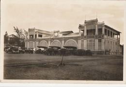Carte Postale. Sénégal. Dakar. La Gare. Vieilles Voitures. Etat Moyen. - Stations - Zonder Treinen