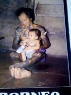 MALESIA  BORNEO  AN IBAN WITH HIS GRANDSON IN BORNEO CHILDREN  VB1995  HJ3433 - Malesia
