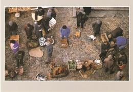 VILLEFRANCHE DE LAURAGAIS . JOUR DE MARCHE . Photo CARCALIANE . N° S2384 . - France
